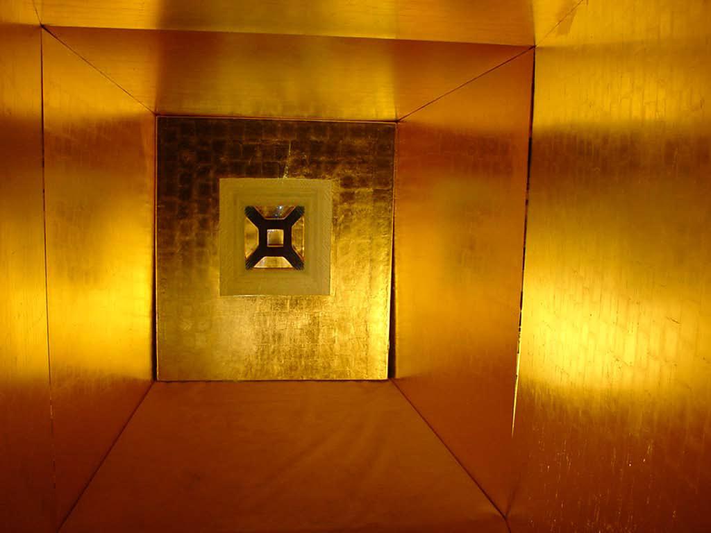 Apocalypsis, Ineffable : Chambre d'or, feuille d'or retro-éclairage, H :1,26 x 1, 13 m, 2008